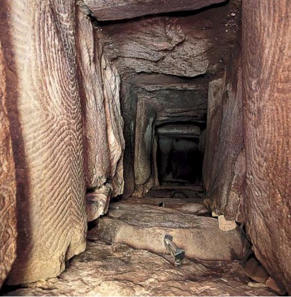 Gavrinis_dolmen_passage